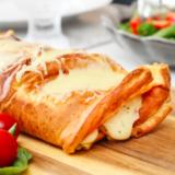 Gómsæt pönnukökurúlla með skinku- og ostafyllingu